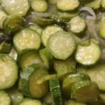 Zucchine in padella con cipolle