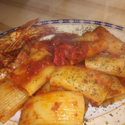 Paccheri con gamberoni e pomodorini