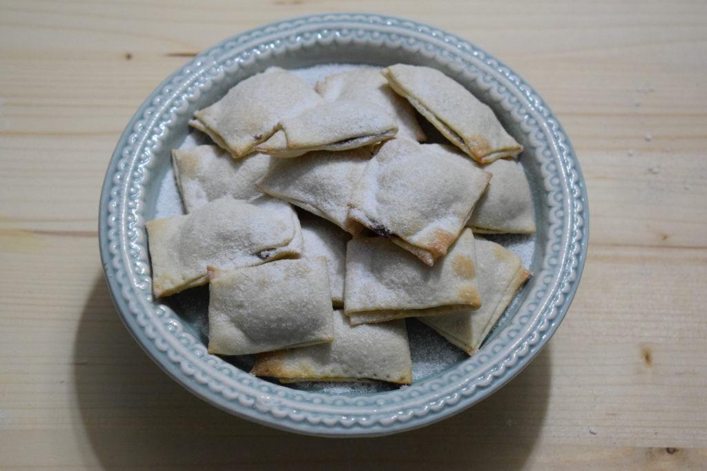 Chiacchiere ripiene di crema di nocciola