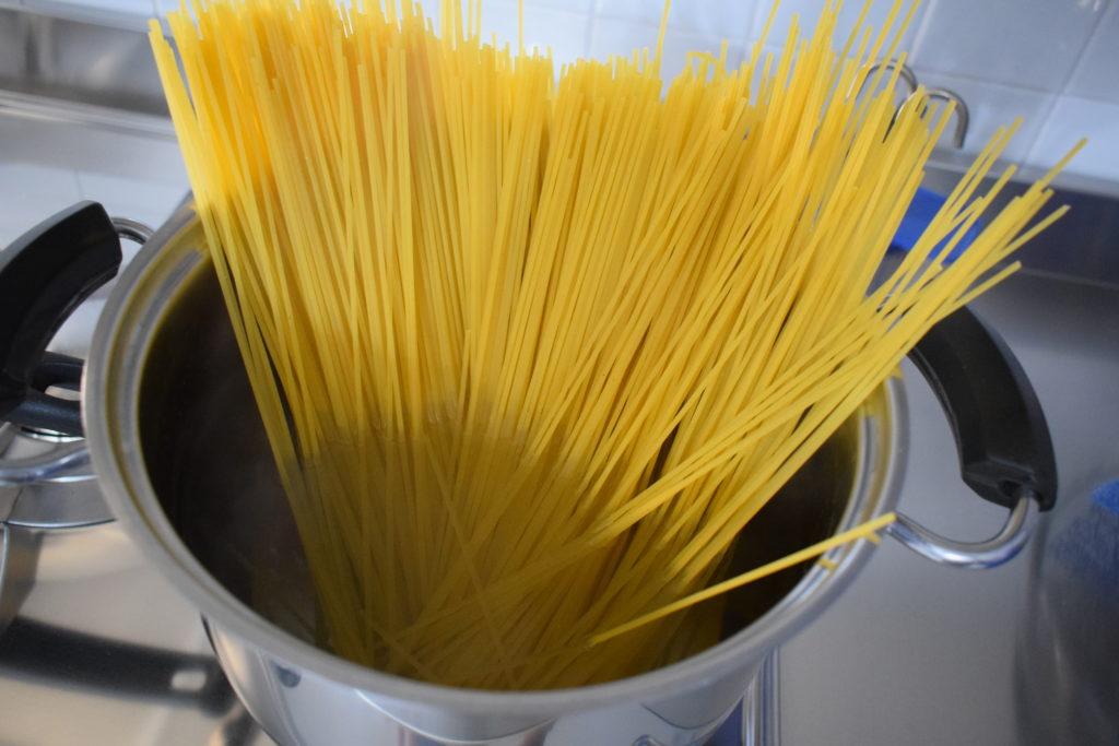 Spaghetti con asparagi e pancetta