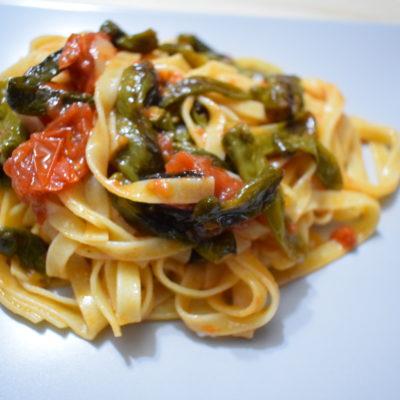 Fettuccine con peperoncini verdi