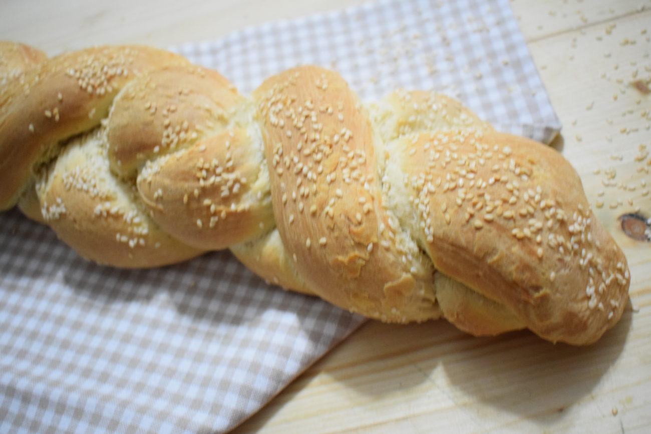 Treccia di pane con sesamo – Ricetta Bimby