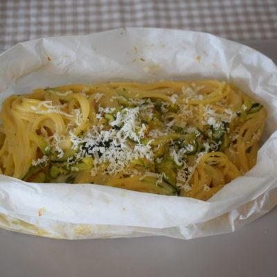 Spaghetti al cartoccio con zucchine e tonno