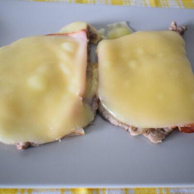 Scaloppine di vitello con prosciutto e formaggio