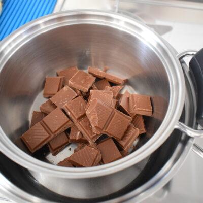 Torrone con nocciole e cioccolato